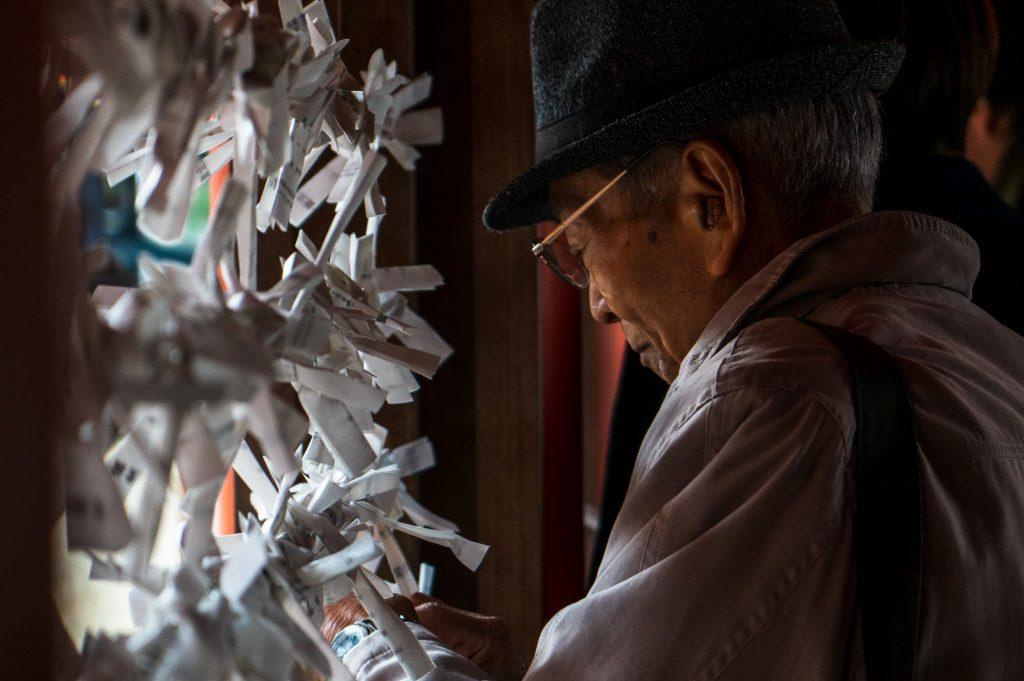 Japonais priant pour le nouvel an