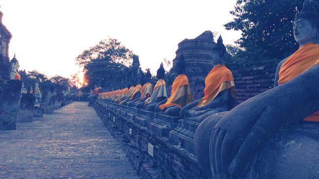statues boudha en Thaïlande