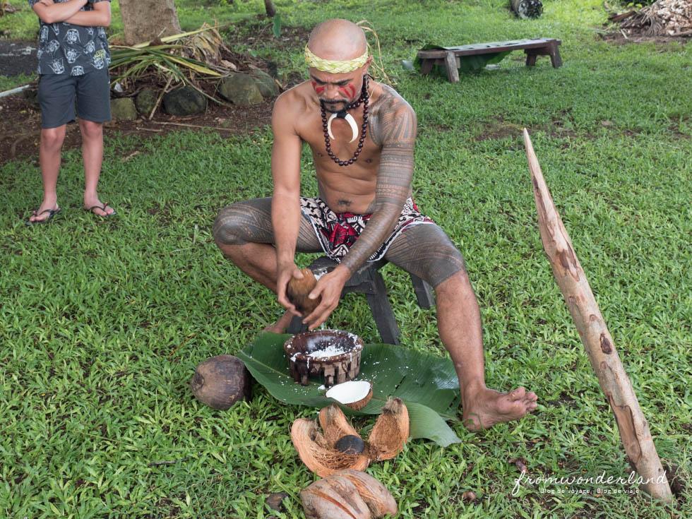 Homme préparant le repas