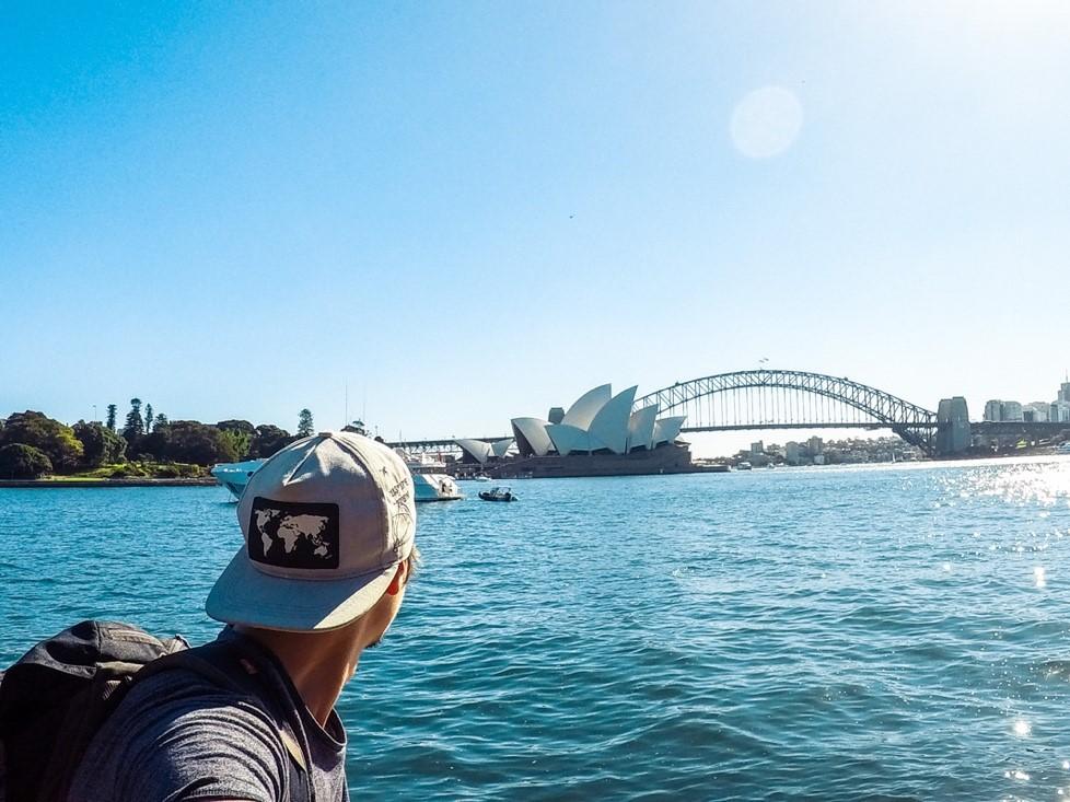 Jeremy regardant l'opéra de Sydney