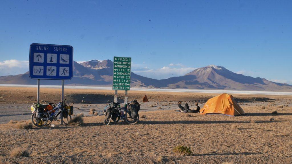 Campement au bord du Salar de Surire