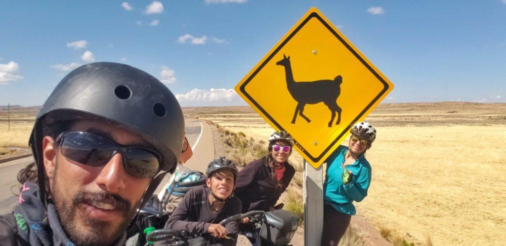Juan, Toti, Tata et Vanessa sur les routes boliviennes