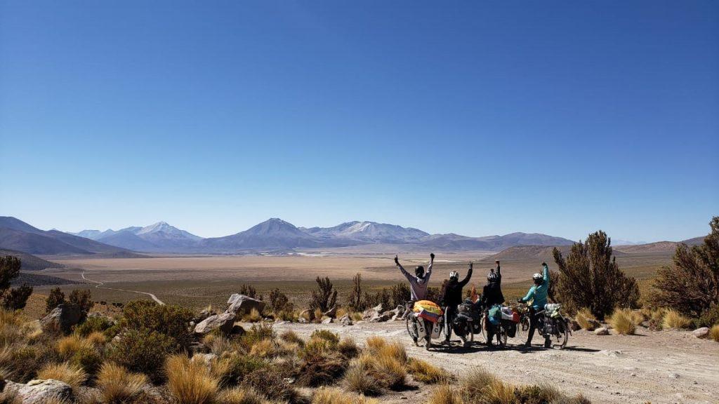 cyclovoyageurs devant le parc Isluga