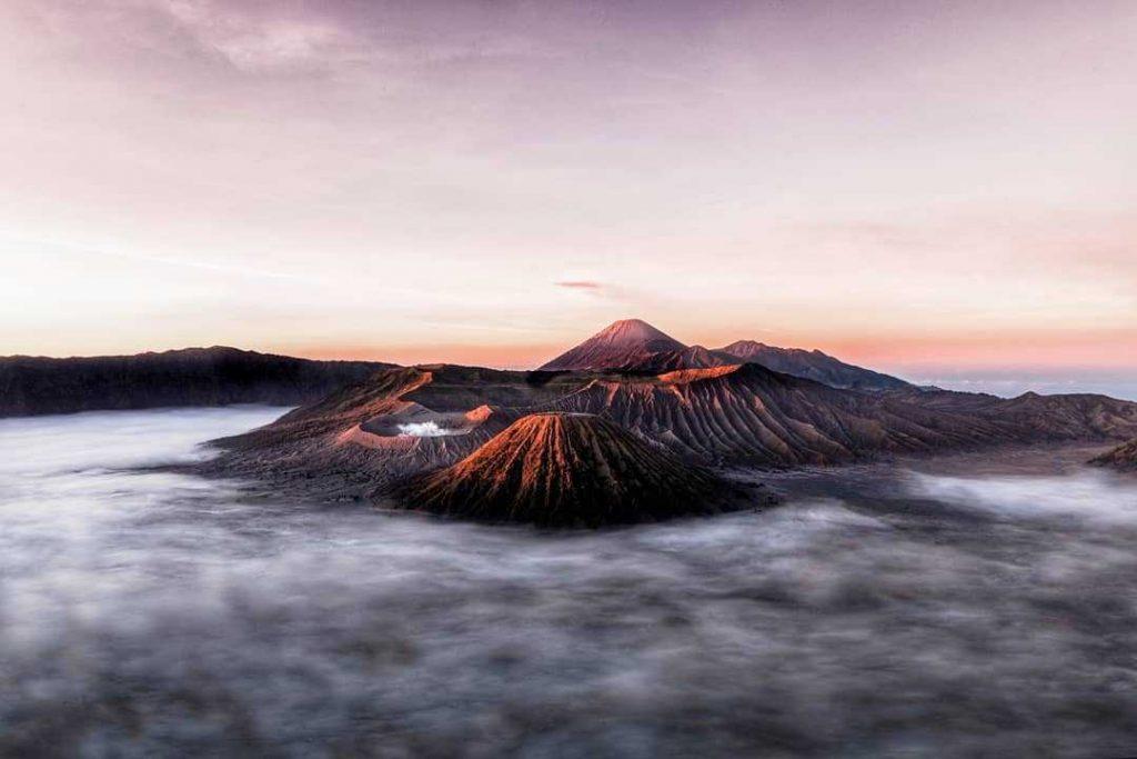 Lever de soleil sur le mont Bromo