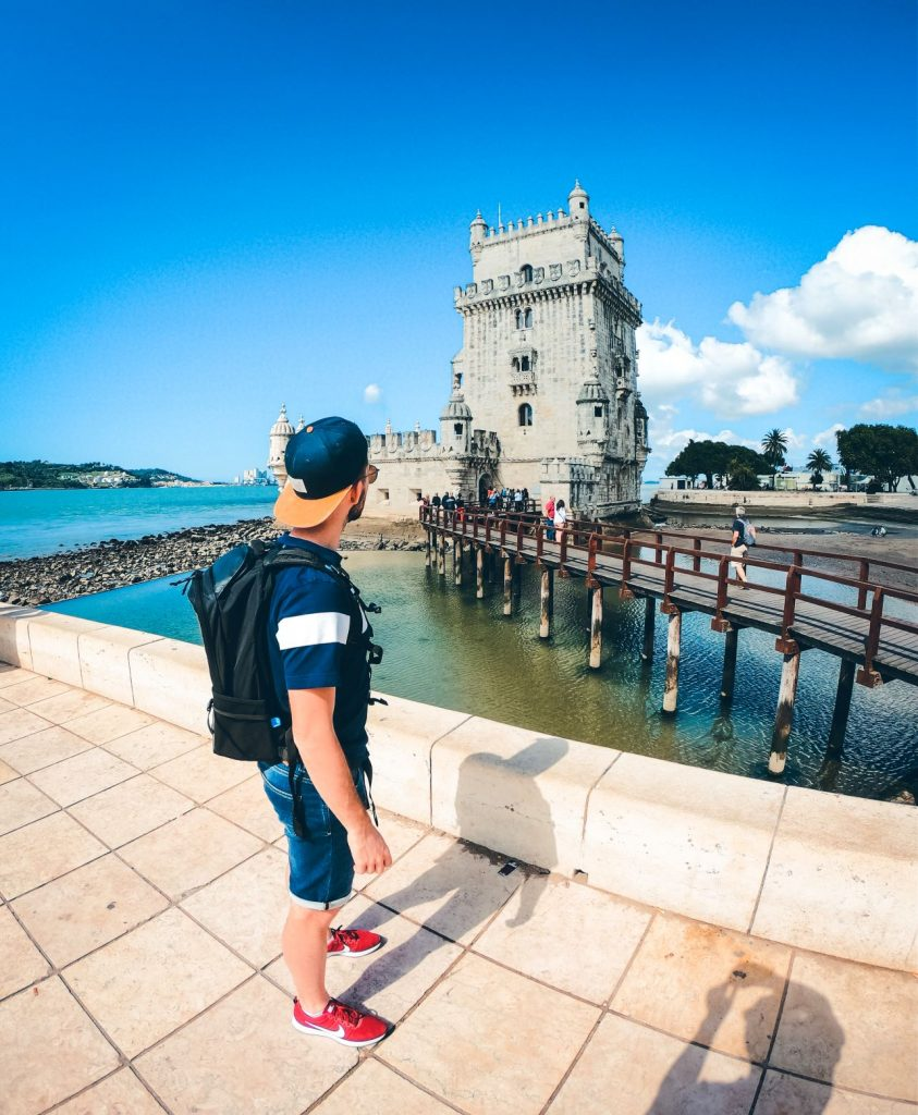 Antony devant la tour de Belem
