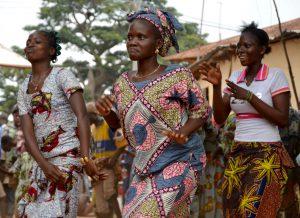 Femmes dansant