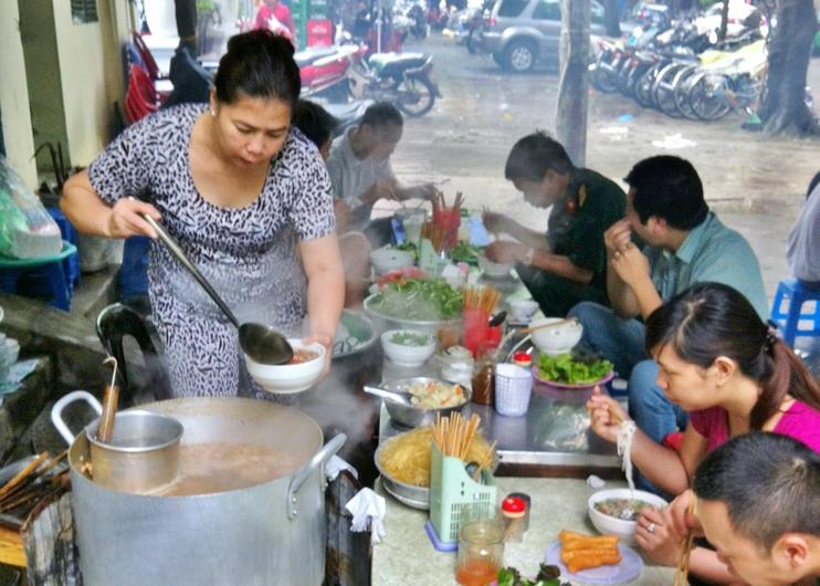 Dégustation de soupe vietnamienne