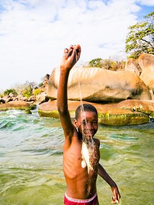 enfant pêcheur Malawi