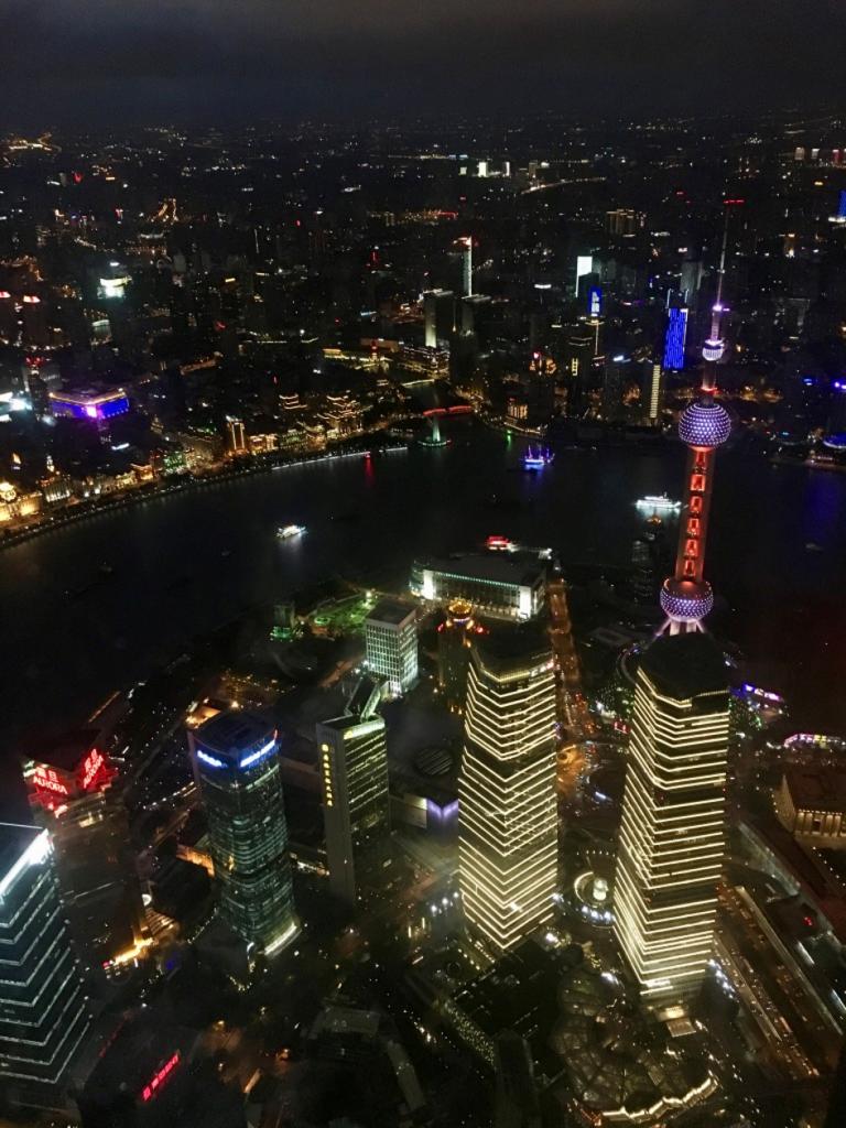 vue de nuit depuis la tour de Shanghai