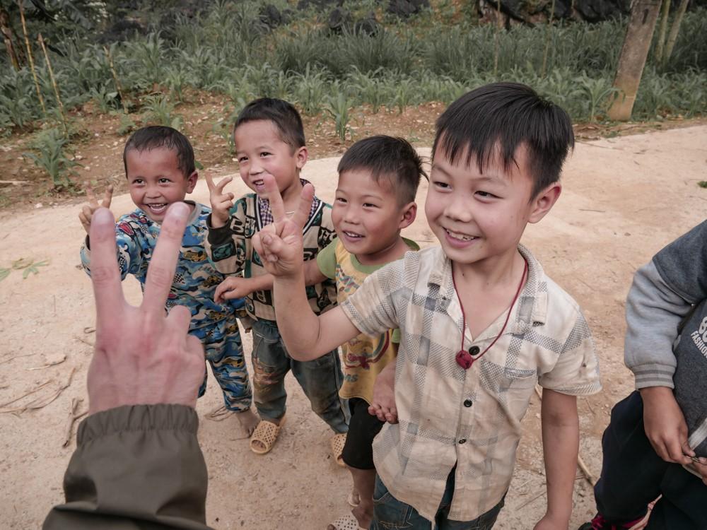 Vietnamiens croisés sur la route