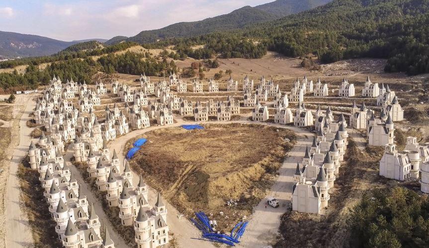 Un lotissement de châteaux à Mudurnu en Turquie. Ici, il est préférable d'avoir un gros budget !