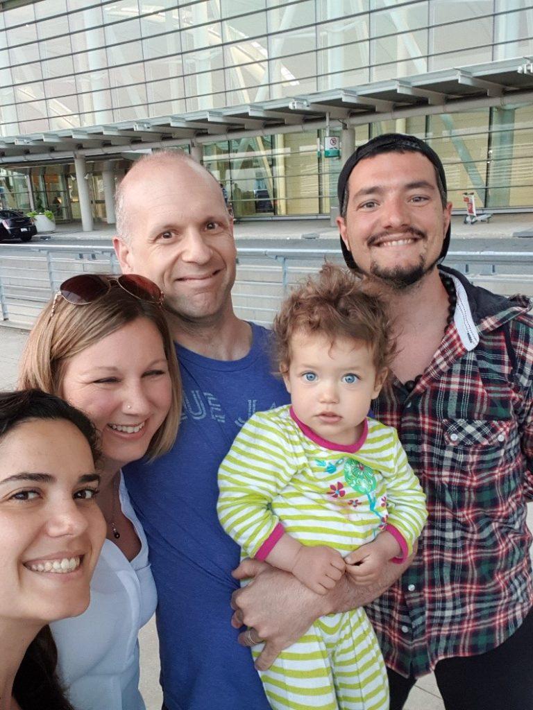 La famille se dit au revoir