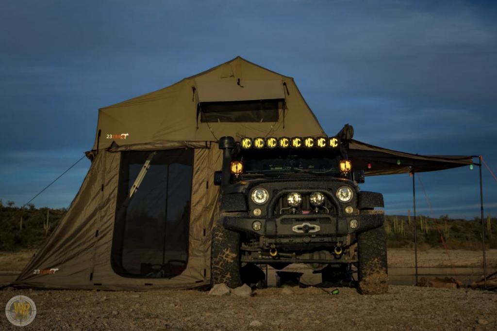Un modèle de tente énorme