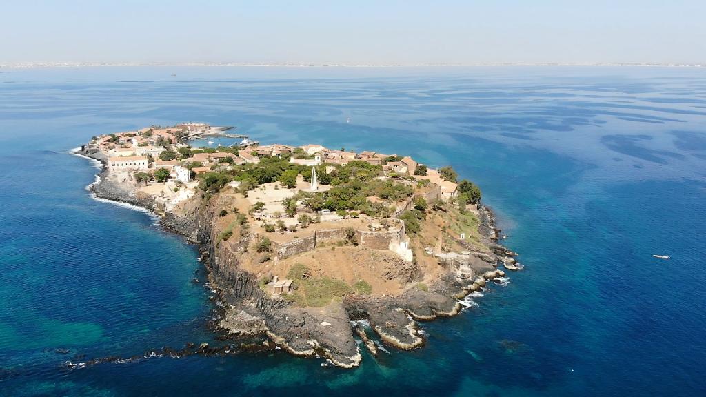 Ile de Gorée - Plan drône - Cycleantrip
