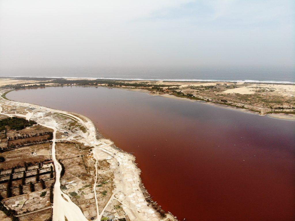 Le lac rose par Cycleantrip (vue drône)