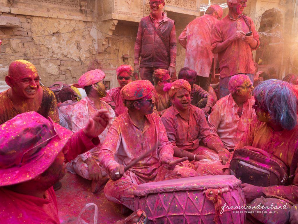Orchestre dans les rues pendant la Holi