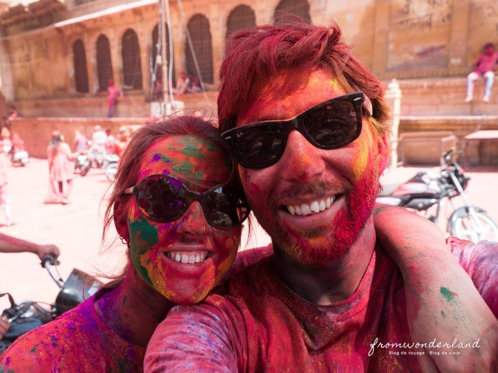 Morgane et Toni plein de peinture de Holi