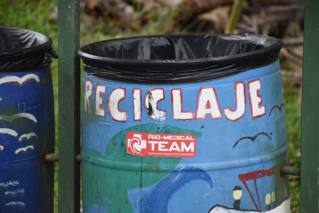 Une poubelle de recyclage au Costa Rica