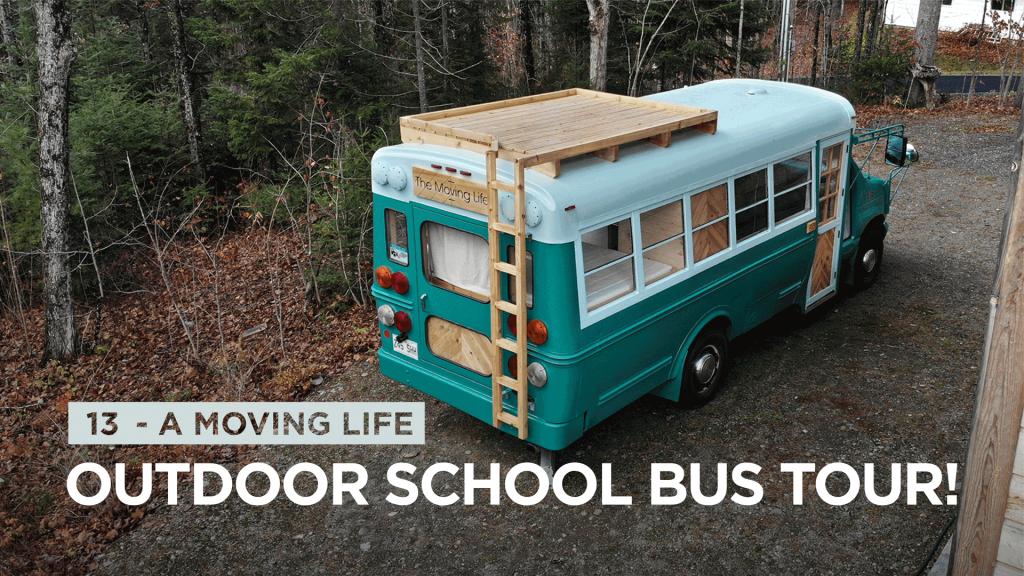Vivre au Canada dans un bus