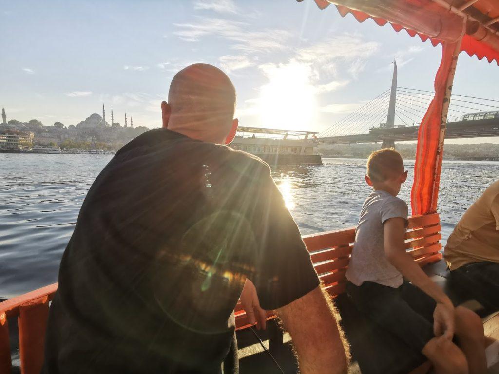Le bateau avec les enfants