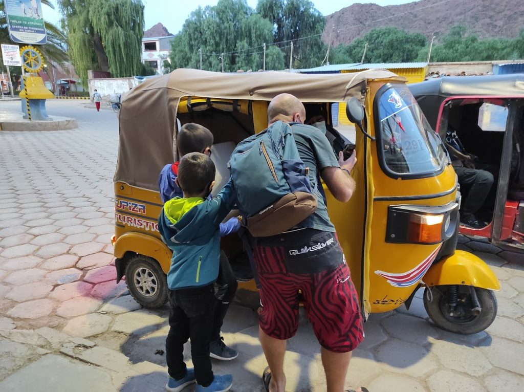 Voyager avec les enfants en tuk tuk